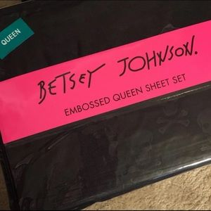 Betsey Johnson queen Embossed sheets